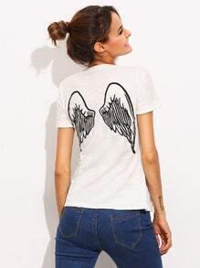 Kurzarm T-Shirt mit Flügel Druck am Rücken in weiß lässig
