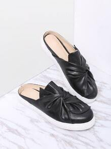 Pantoufles à bout rond en cuir noir