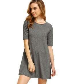 Graues Halbes Hülsen-beiläufiges Kleid