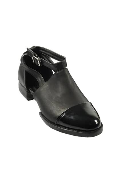 Retro Buckled Flat Heel Black Shoes