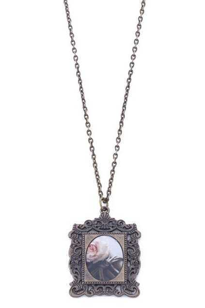 Retro Design Rose Carved Necklace