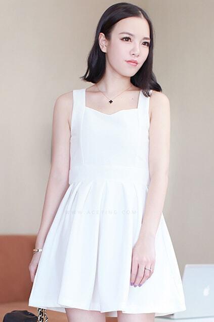 Zippered Heart Neck Pleated White Dress