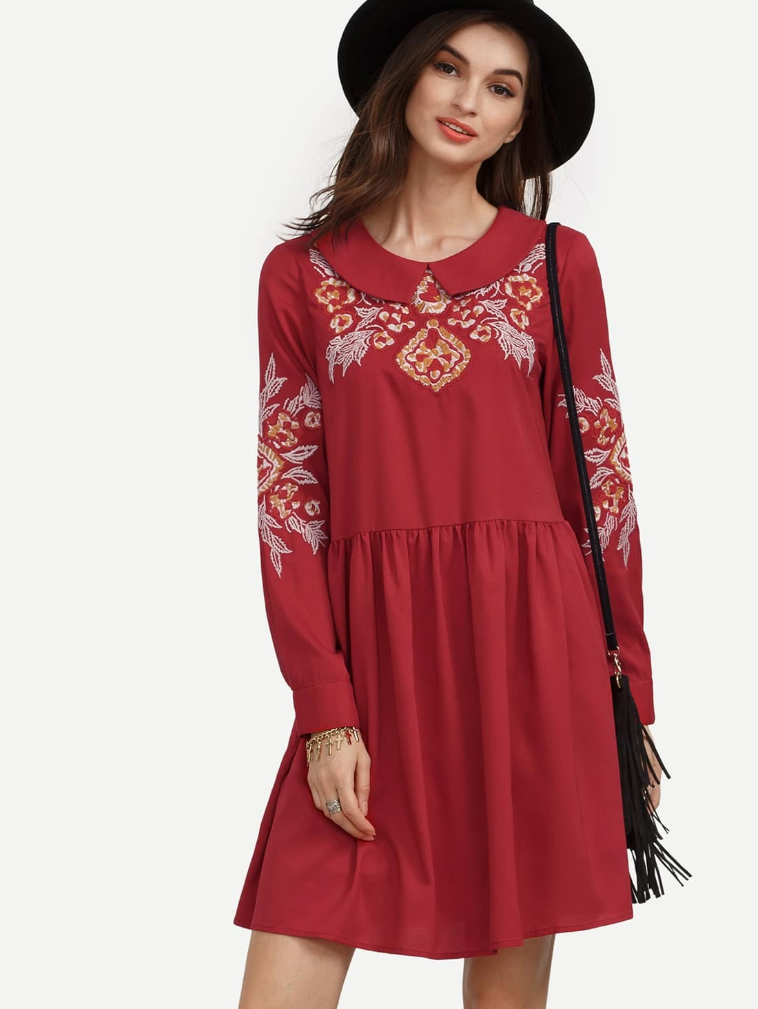 Robe col rond avec fleur brod e rouge french romwe for Interieur paupiere inferieure rouge
