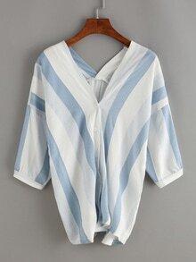 Blusa de rayas verticals con cuello en V