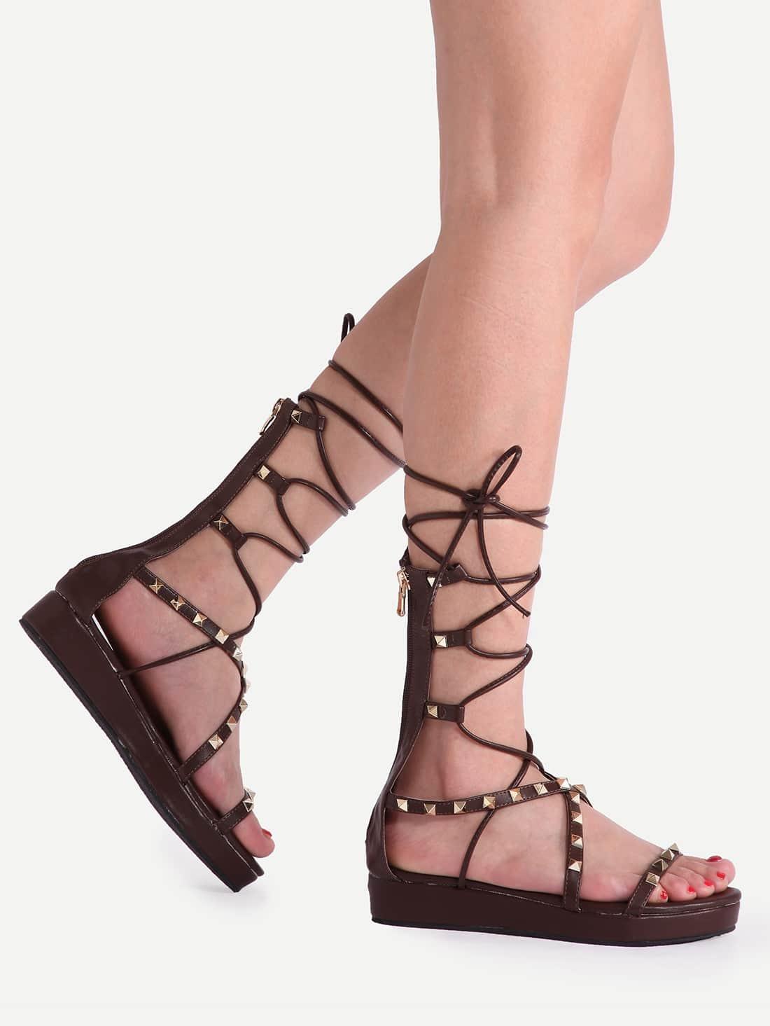 sandalen mit schn rung am bein und niete verziert kaffee. Black Bedroom Furniture Sets. Home Design Ideas