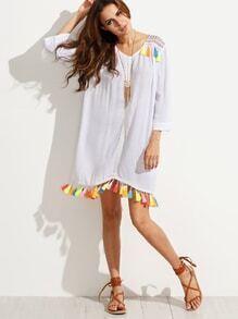Kleid mit Stickereien und Quaste - weiß