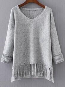 Jersey con escote V y flecos - gris