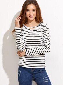 Camiseta de rayas con cuello en V con cordones - blanco