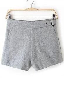 Pantalones cortos con cremallera y hebilla lateral - gris