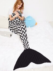 Black and White Wave Stripe Crocheted Fish Dail Blanket