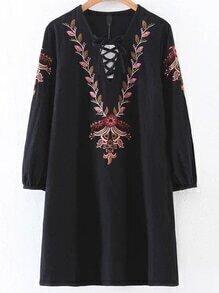 Vestido escote V con bordado - negro