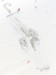 Brazalete con adornos de love con tiras - blanco