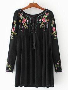 Vestido con bordado de flor cuello con cordón - negro
