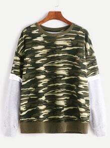 Sweat-shirt imprimé camoflage contrasté manche en gradins -vert olive