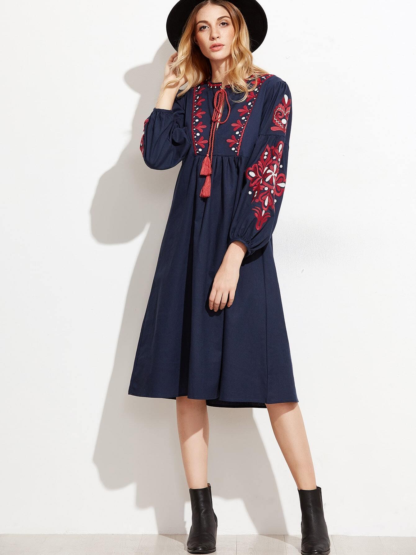 robe en broderie avec lacet et frange bleu marine french romwe. Black Bedroom Furniture Sets. Home Design Ideas