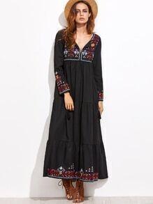 Vestido con bordado y detalle de flecos - negro