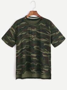 Camiseta asimétrica con estampado de camo cuello con gargantilla con abertura lateral