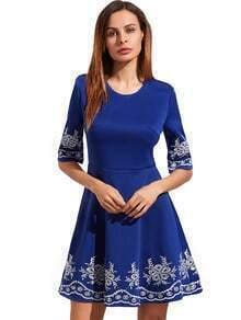 Vestido ligero azul claro de la manga de la media manga bordada