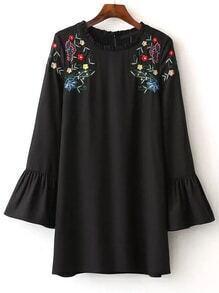 Vestido de pun ¢ o de botones de flores bordadas en negro
