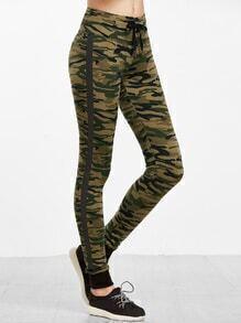 Pantalones deportivos con estampado camuflaje - verde oliva