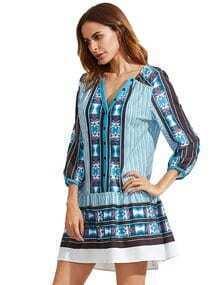 Vestido azul con cuello en V de túnica de estampado vintage