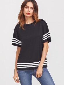Camiseta con hombro caído ribete de rayas - negro