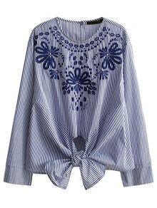 Blusa con bordado de rayas verticales con detalle de nudo - azul