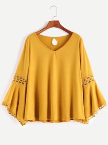 T-shirt à col V contrasté de crochet avec trou au dos -jaune