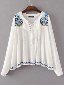 Blusa con bordado y cuello en V con cordón de flecos - blanco