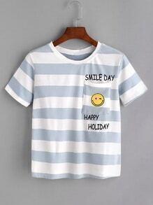 Camiseta de rayas con estampado de letra y cara sonriente