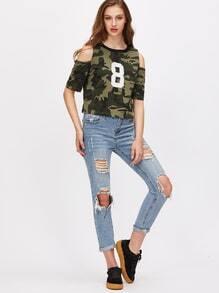 Camiseta con hombros al aire y estampado camuflaje - verde oliva