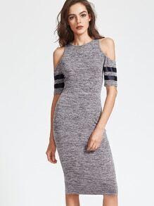 Vestido con hombro descubierto de manga a rayas - gris