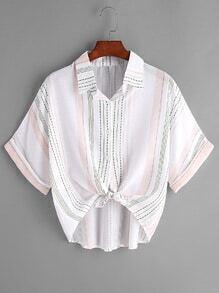 Blusa de rayas con cordón en la parte delantera