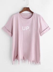 Camiseta asimétrica con estampado de letra y bajo deshilachado - rosa