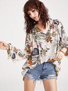 Blusa con estampado tropical cuello en V ribete de flecos