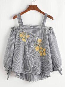 Blusa asimétrica de hombros descubiertos con bordado de cuadros