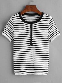 Camiseta de punto de rayas con botón en la parte delantera y ribete en contraste