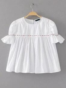 Blusa plisada con ribete con abalorios - blanco