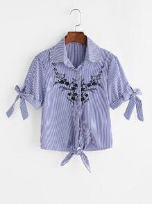 Blusa de rayas verticales bordada de manga doblez con nudo