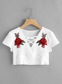 Camiseta corta aplique de rosa con tiras cruzadas frontal