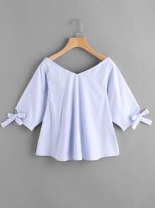 Nadelstreifen Bluse mit doppelten V-Ausschnitte und Bändchen