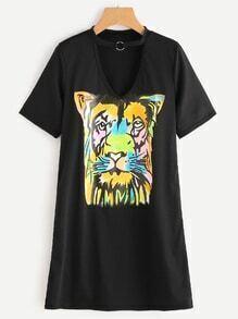 Vestido estilo camiseta escote V con gargantilla y estampado de tigre