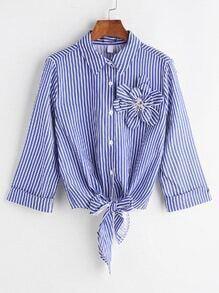 Blusa de rayas verticales ribete con flor estéreo y nudo en la parte delantera - azul