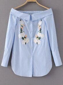 Bleu à rayures verticales à fleurs broderie de la blouse à l'épaule