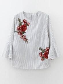 Blusa de rayas verticales con bordado y puños acampanados - blanco