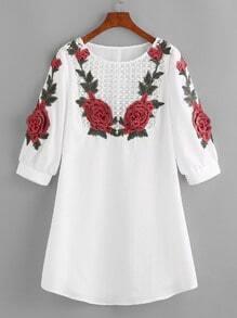 Vestido con aplicación de rosa de mangas farol de croché - blanco