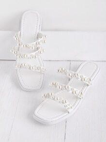 Sandalias con adornos de perla de imitación con correa