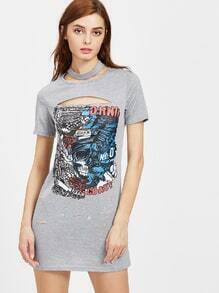 Vestido estilo camiseta roto con abertura con estampado de dibujo