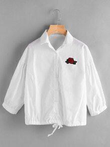 Blusa bordada de flor con parche y cordón