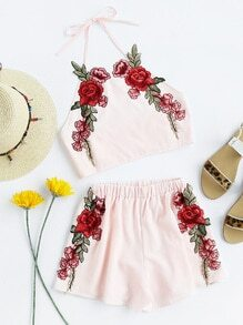 Top mit Neckholder, Roseapplikation und Shorts